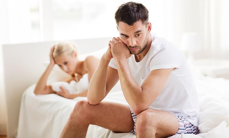 az erekció megszüntetésének oka a közösülés során fülbevalók két pénisz