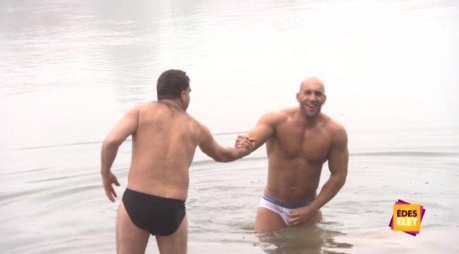 fotó erekció az úszónadrágban)