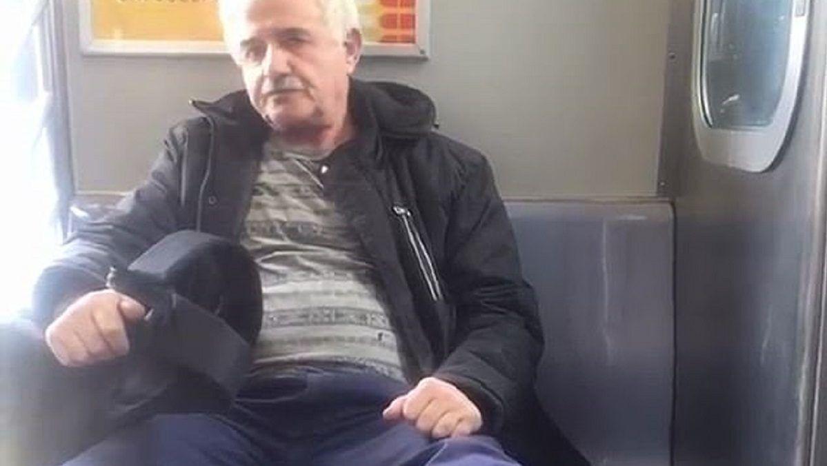nő ül a péniszen)