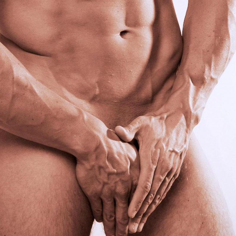 megragadva a péniszt