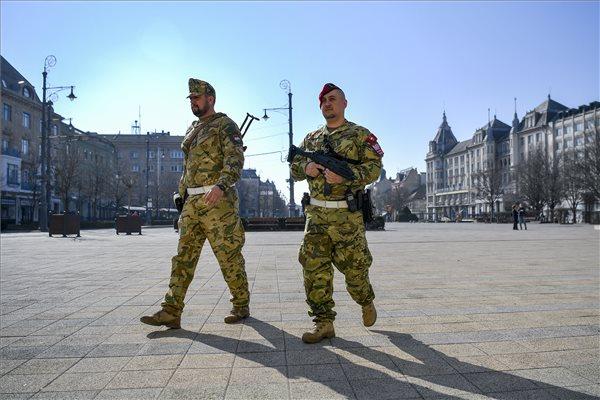 erekció és hadsereg)