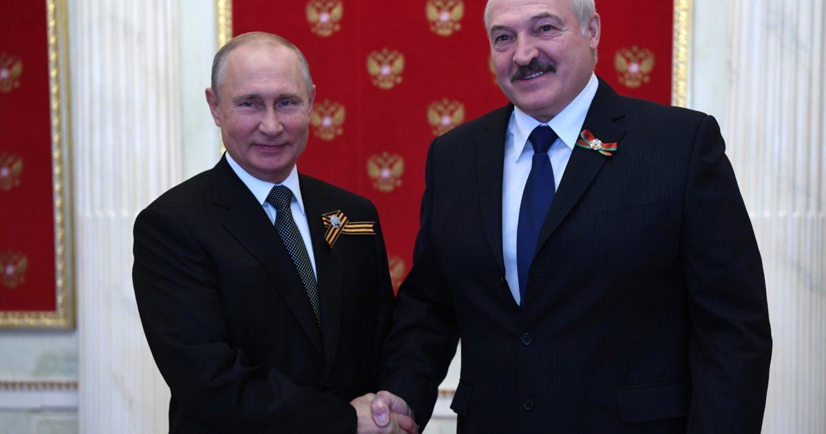 A földönkívüliek titkát felfedő Putyintól az oltásellenességig | hu